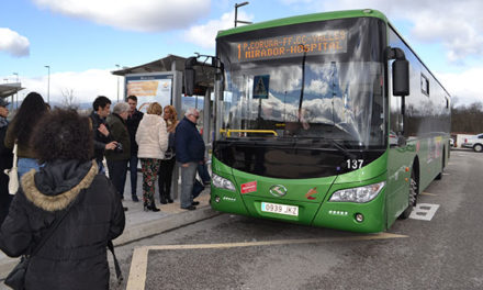 Parada de autobús en el tanatorio de Collado Villalba