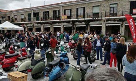 El IV Encuentro Vespista de Hoyo concentró a unas 200 personas