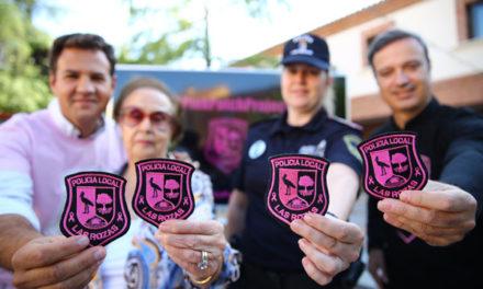 Uniformes y vehículos de la Policía local de Las Rozas lucirán parches rosas