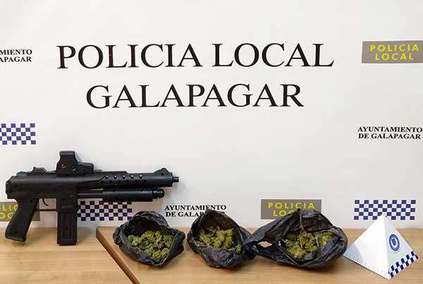 La Policía de Galapagar detiene a tres individuos en posesión de marihuana y arma simulada