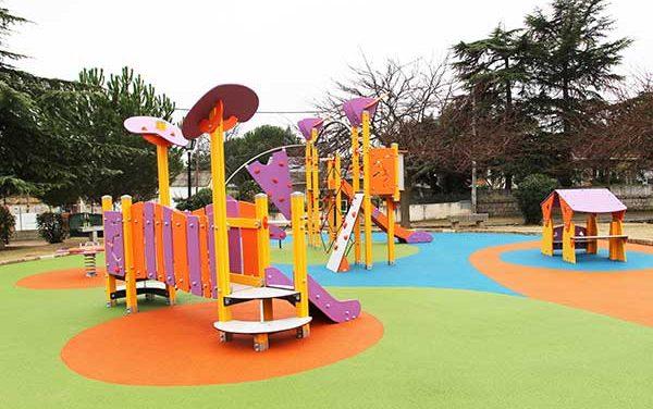 Colonia España estrena parque infantil y pista de petanca
