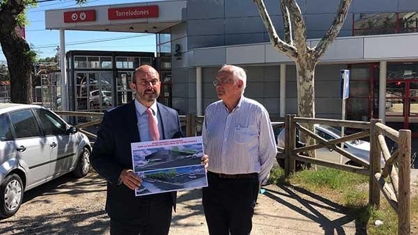 Rollán, acompaña al candidato popular, para visitar el futuro aparcamiento de RENFE en Torrelodones