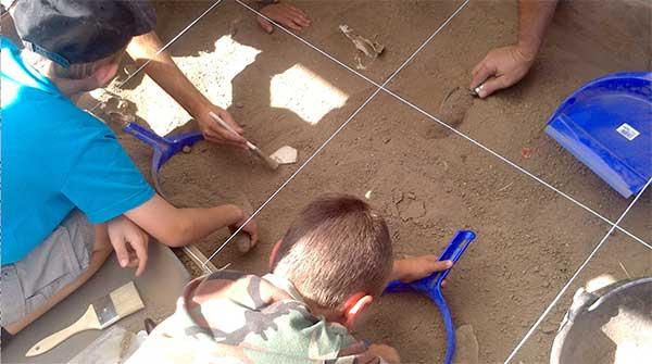 El taller Arqueólogos por un día llega a La Cabilda