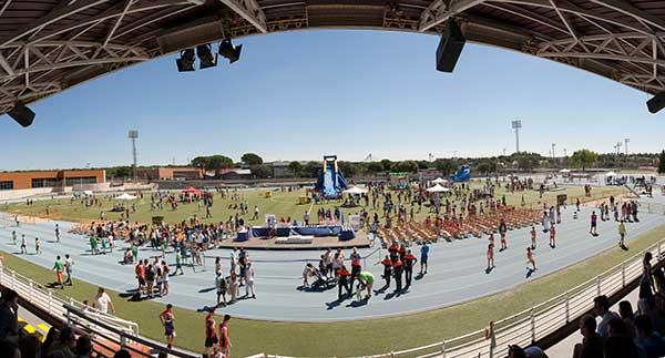 Las Escuelas Deportivas de Las Rozas celebran el fin de curso con una gran fiesta en el polideportivo de Navalcarbón