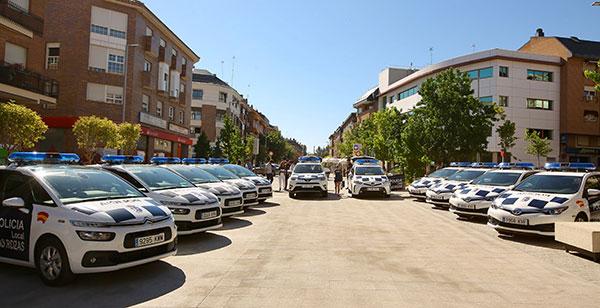 Once nuevos vehículos, dotados con desfibriladores, para la Policía de Las Rozas