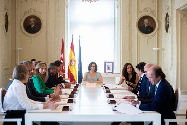 Isabel Díaz Ayuso forma un gobierno de trece consejeros