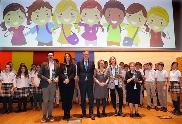 La Comunidad de Madrid premia el trabajo a favor de la infancia y la defensa de sus derechos