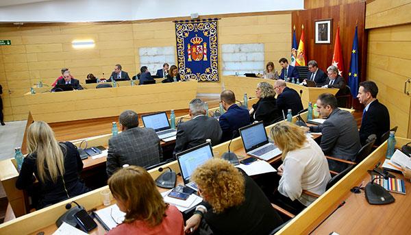 El Pleno aprueba reformar y ampliar los centros de mayores de Las Rozas