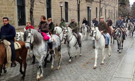 San Lorenzo de El Escorial celebra San Antón con una procesión de caballistas y animales