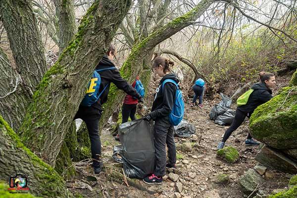 El Grupo de Jóvenes Dinamizadores de Collado Villalba recoge más de 300 kilos de basura en el Coto de las Suertes