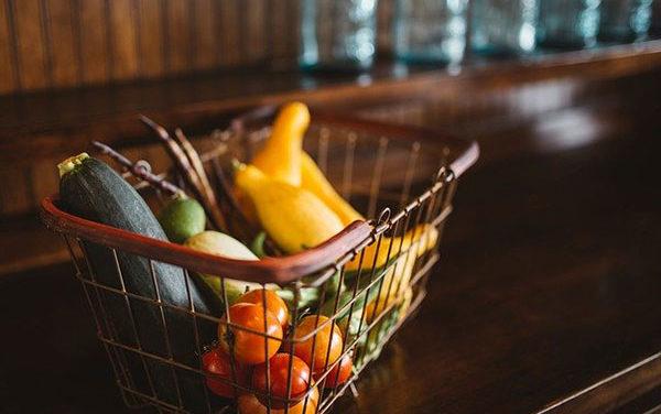 Torrelodones sustituye las becas de comedor por vales de alimentos
