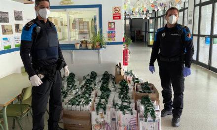 Policía y Protección Civil de Galapagar distribuyen libros de texto a alumnos