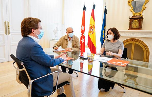 """Díaz Ayuso y Martínez-Almeida piden responsabilidad y """"no bajar la guardia"""""""