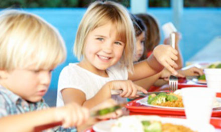 Las empresas de restauración colectiva se encargarán de distribuir 8.000 menús escolares