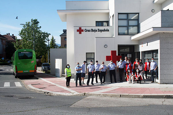 La empresa Larrea y sus trabajadores entregan productos infantiles a Cruz Roja Collado Villalba