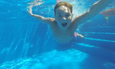 Las comunidades de vecinos se enfrentan a ambigüedades normativas para abrir las piscinas comunitarias