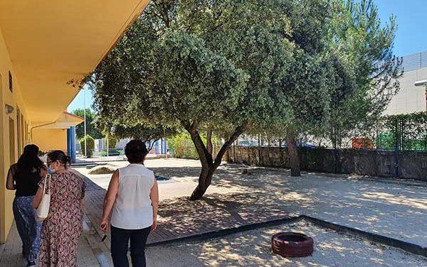 Limpieza y mantenimiento de los patios de las escuelas infantiles de Galapagar