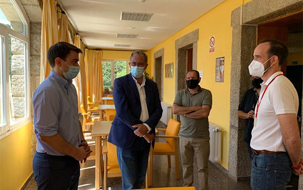El consejero de Educación anima a alojarse en los albergues juveniles de la región