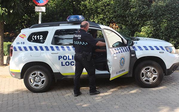 La Policía de El Escorial pone en marcha una campaña de vigilancia de distracciones al volante