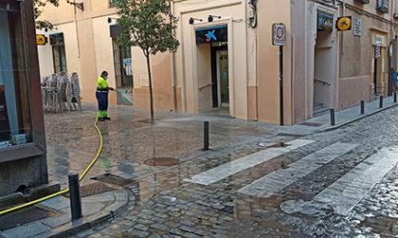 Se intensifica la desinfección de calles en San Lorenzo de El Escorial