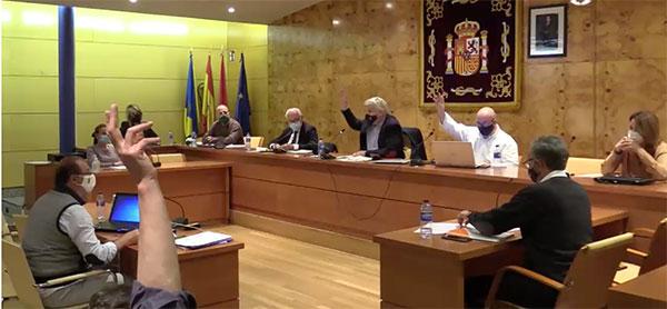 Vox y Cs Torrelodones piden flexibilizar la normativa para cerrar las terrazas a la hostelería
