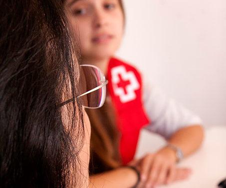 Cruz Roja programa actividades para sensibilizar sobre la violencia contra la mujer