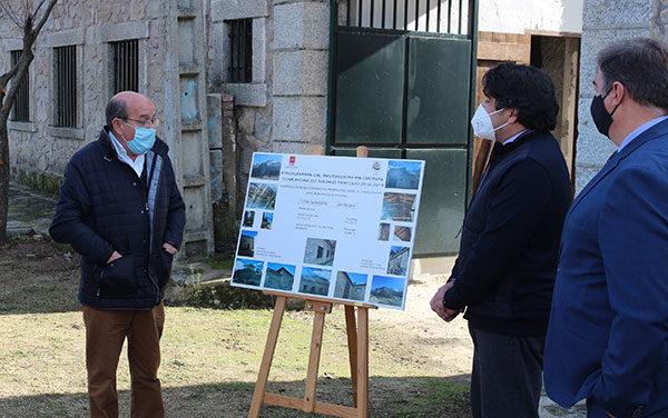 El consejero de Administración Local visita el futuro Museo etnográfico de El Escorial