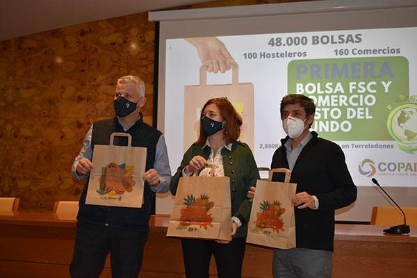 El Ayuntamiento de Torrelodones distribuirá 48.000 bolsas con certificado FSC entre comercios y hostelería