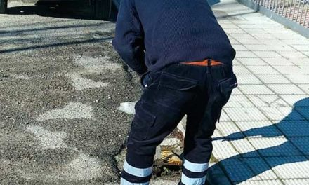 Operarios del Ayuntamiento de Guadarrama revisan alcantarillado para paliar los efectos del deshielo