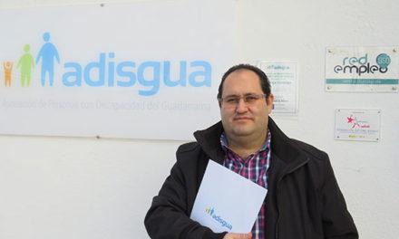 """Óscar Jiménez, presidente de ADISGUA: """"La sociedad no está preparada para acoger al diferente, sea del tipo que sea"""""""