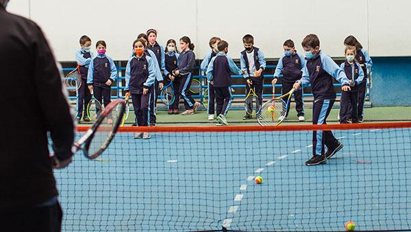 Alumnos de Collado Villalba, Alpedrete y Torrelodones participan en los Clinics Tennis Health