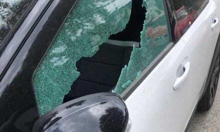 Vandalismo en Torrelodones: más de una veintena de coches aparecen con las lunas rotas