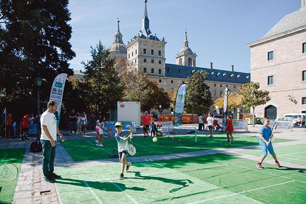 La Davis Cup acerca el minitenis a las plazas de seis municipios
